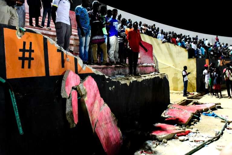 Dans le stade Demba-Diop à Dakar après la finale de la Coupe de la Ligue sénégalaise de football, le samedi 15 juillet 2017. Des violences entre supporters, un mouvement de panique puis l'effondrement d'un mur soutenant les gradins ont entraîné la mort de huit personnes,selon les médias officiels.