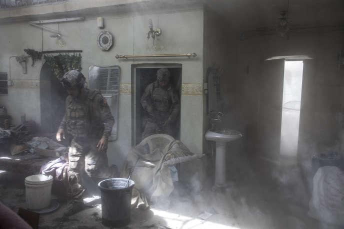 Lors d'une opération des forces antiterroristes irakiennes, dans la vieille ville de Mossoul (Irak), le 29 juin.