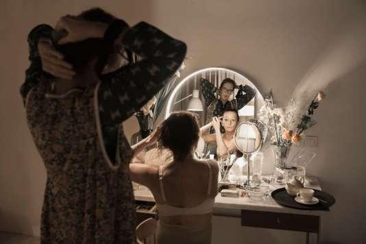 AVedène, à 7,6kilomètres des remparts d'Avignon, Katie Mitchell présente «Les Bonnes » à partir du 19 juillet.