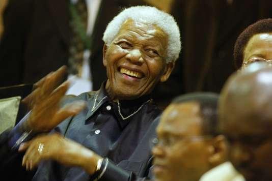 L'ancien président sud-africain Nelson Mandela mort le 5 décembre 2013, ici à Cape Town, le 11 février 2010.