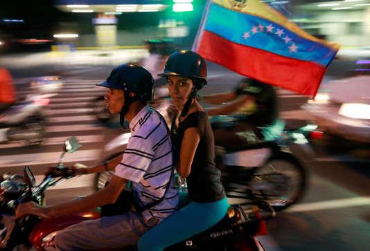 Dans les rues de Caracas (Venezuela), après la consultation organisée par l'opposition contre le gouvernement Maduro, le 16 juillet.