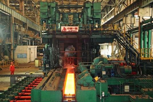 Une usine de production d'acier, secteur qui bénéficie largement des fonds publics, à Dalian, dans le nord-est du pays.