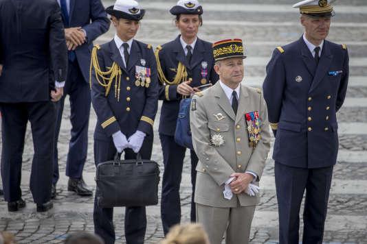 Pierre de Villiers, Chef d'Etat major des Armées, participe au traditionnel défilé militaire sur les Champs Elysées à l'occasion de la fête nationale, à Paris, vendredi 14 juillet