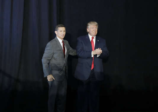 Michael Flynn et Donald Trump, le 29 septembre 2016 lors d'un meeting de campagne.