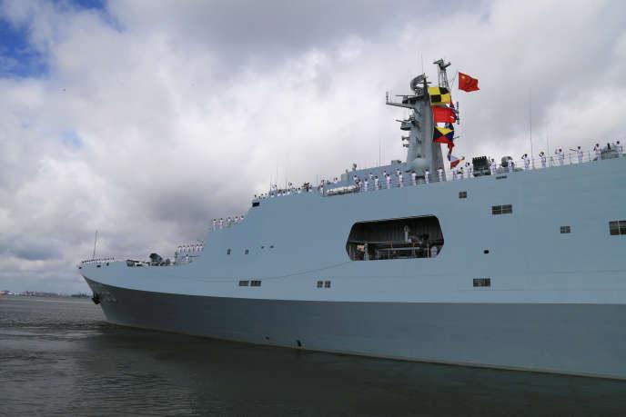 Navire militaire chinois en partance du port de Zhanjiang, dans la province de Guangdong, pour Djibouti le 11 juillet 2017.