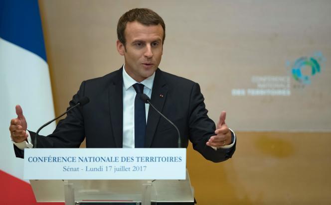 Le président Emmanuel Macron prononce un discours lors de la Conférence nationale des territoires au Sénat à Paris, le 17 juillet 2017. / AFP / POOL / Ian KINGTON