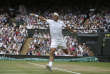 Le joueur suisse Roger Federer joue contre le Croate Marin Cilic la finale du tournoi, à Wimbledon, près de Londres, le 16 juillet.