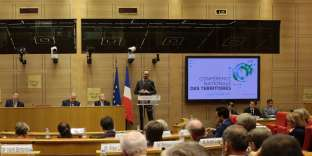 French Prime Minister Edouard Philippe speaks during the opening of the 'Conference nationale des Territoires' (National Conference of Territories) at the Senate in Paris on July 17, 2017. / AFP / GEOFFROY VAN DER HASSELT