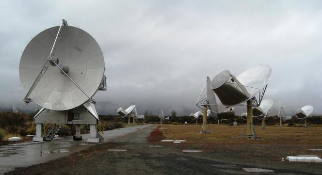 L'Allen Telescope Array, champ d'antennes télescopiques en Californie.