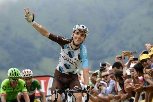 Romain Bardet célèbre sa victoire lors de la 12e étape du Tour de France, entre Pau et Peyragudes, le 13juillet. PHILIPPE LOPEZ/AFP