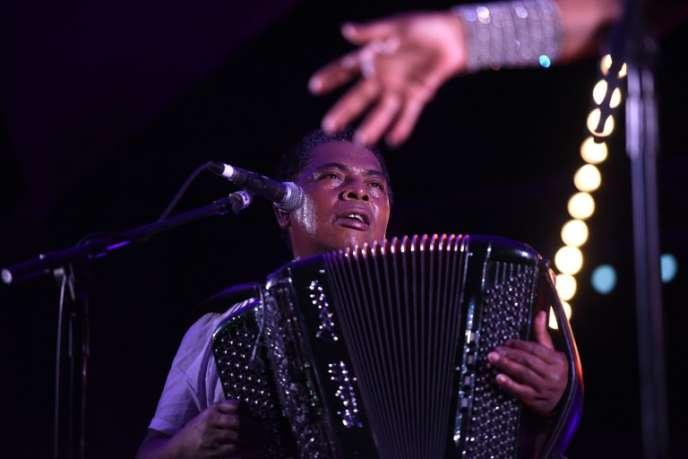 L'accordéoniste malgache Régis Gizavo le 17 juin 2017, à Toulouse, au Rio Loco Music Festival.