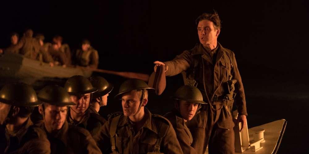 Plutôt qu'un film de guerre classique, «Dunkerque» est un film de survie, qui joue à plein d'une approche immersive. Sur terre, sur mer ou dans les airs, il s'agit de faire intimement ressentir au spectateur ce que c'est que d'être un soldat transformé, par la nature des opérations militaires et du terrain, en une cible permanente.Le problème est que le cinéaste manque à honorer les obligations du contexte dans lequel il s'est plu à plonger le sien.