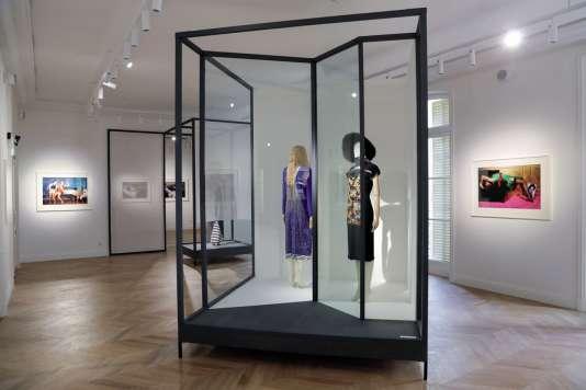 L'exposition entend également présenter le point de vue du maquilleur ou du coiffeur sur l'image de la marque.
