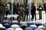 Des Palestiniens prient devant les portiques installés par la police israélienne, hors de l'esplanade des Mosquées, à Jérusalem, le 16 juillet.