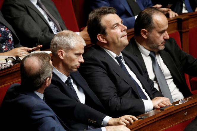 Pour Franck Riester,« le centre ne pourra plus faire d'accord avec une droite bientôt dirigée par Laurent Wauquiez et sa ligne identitaire et conservatrice».Thierry Solère etime que Les Républicains«sont morts au lendemain du premier tour de la présidentielle».
