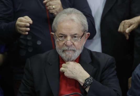 Lula a fait appel de sa condamnation à dix ans de prison pour corruption et restera en liberté en attendant le jugement en seconde instance.