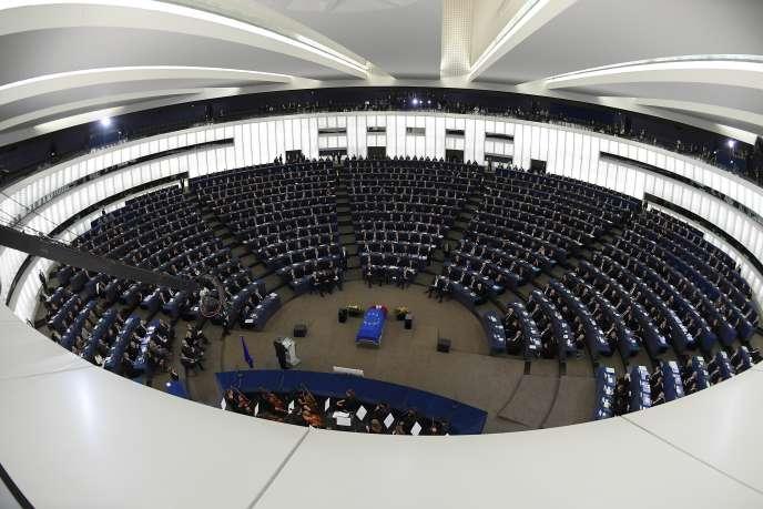 Vingt-huit ministres des affaires étrangères de l'UE se sont accordés, lundi, sur des mesures visant à sanctionner le régime autoritaire de Nicolas Maduro.