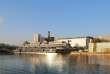Rouen et Le Havre ont lancé en mars 2016 un appel à projets Réinventer la Seine. Parmi les vingt premiers projets retenus un an et demi plus tard, la jeune entreprise Barges et Berges.