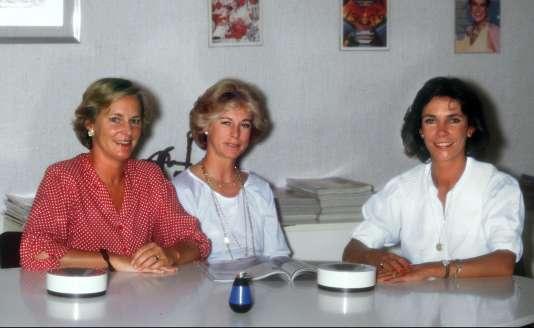 Photo non datée de Marie-Laure (gauche) et Evelyne Prouvost (centre), petites-filles du fondateur du groupe Marie-Claire, qui détiennent 51% du capital de Marie-Claire Album (MCA), principale société du groupe, après le rachat des 17% appartenant à leur demi-sœur Donatienne de Montmort (droite) en décembre 2000.