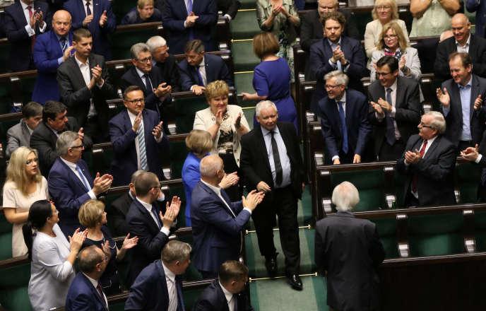 Le président de Droit et justice, Jaroslaw Kaczynski, avant son discours au Parlement polonais, à Varsovie, le 19 juillet.