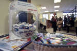 Un distributeur de préservatifs dans la salle d'attente du centre de soins parisien de Médecins du Monde (MDM) qui accueille essentiellement des migrants d'Afrique subsaharienne le 21 novembre 2008 à Paris (France).