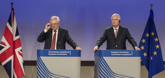 Le négociateur européen Michel Barnier et son homologue britannique David Davis, le 20 juillet à Bruxelles.