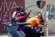 Des manifestants affrontent les forces de l'ordre dans les rues de Caracas, au cours de la grève générale du 20juillet2017.