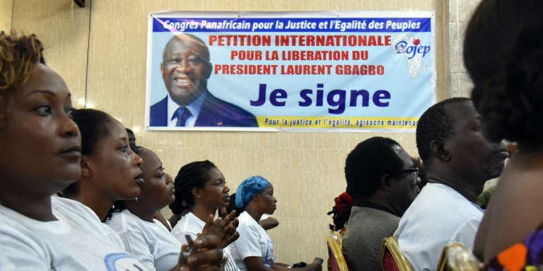 A Abidjan, en juin 2016, meeting pour la libération de l'ancien président Laurent Gbagbo, détenu à La Haye depuis 2011 et dont le procès pour« crimes contre l'humanité» se tient depuis janvier.