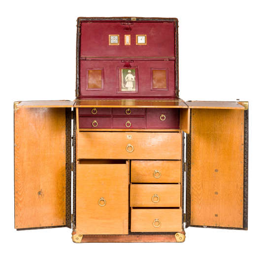 Cette malle commandée à la maison Goyard parSir Arthur Conan Doyle, auteur de«Sherlock Holmes», juste avant sa disparition, a été fabriquée en quantité très limitée.