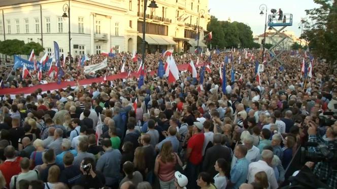 Pologne : manifestations pour défendre la démocratie, à Varsovie, le 12 juillet.