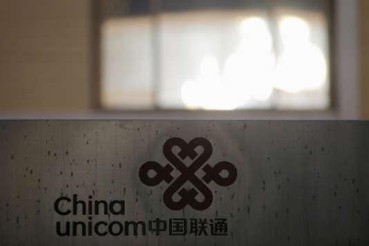 Dans quelques semaines, Tencent et Alibaba, champions de la nouvelle économie, devraient entrer au capital de l'un des principaux opérateurs téléphoniques, China Unicom, en difficulté.