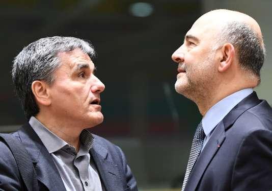 Euclide Tsakalotos, ministre des finances grec et Pierre Moscovici, commissaire européen aux affaires économiques, le 20 mars à Bruxelles.