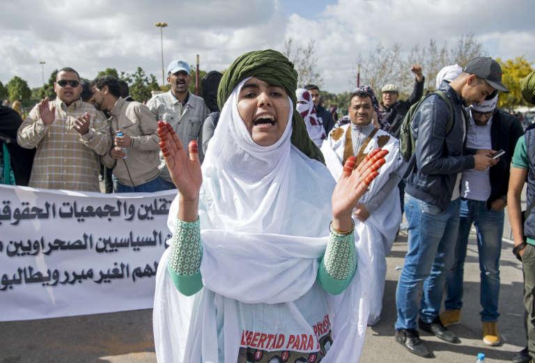 Le 13 mars 2017, devant la cour de Sale, près de Rabat, où s'est déroulé le procès des 25 Sahraouis accusés du« meurtre» de 11 policiers lors du démantèlement du camp de Gdeim Iziken novembre 2010.