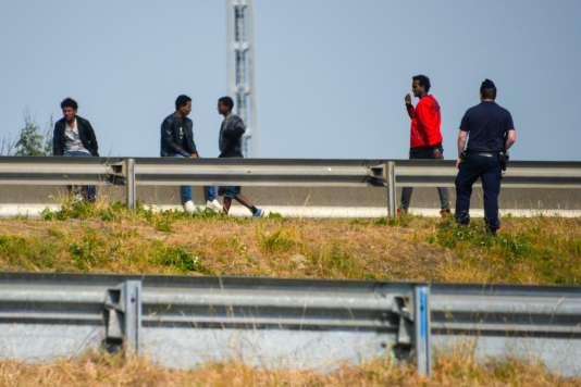 Désireux de rejoindre l'Angleterre, les migrantstentent régulièrement de monter dans des camions qui prennent les car-ferries partant des ports du nord de la France pour Douvres.