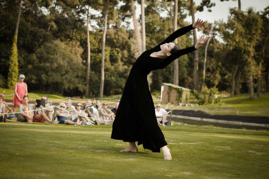 Danse classique sur parcours de golf, l'an dernier au Violon sur le sable.