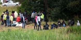 Le 26 juin, le juge des référés du tribunal administratif de Lille avait donné dix jours à l'Etat et à la ville pour installer des accès à l'eau, et à des sanitaires, afin d'éviter « que les migrants ne soient exposés à des traitements inhumains ».