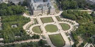 Vue aérienne du palais du Luxembourg où siège le Sénat, la chambre haute du Parlement, à Paris le 14 juillet.