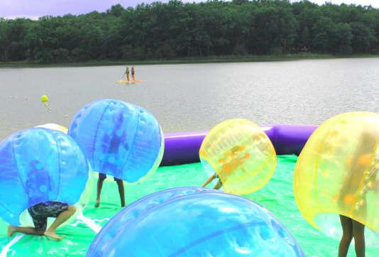 Activités nautiques sur l'étang de la Jemaye.