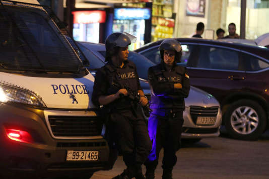 Des policiers patrouillent sur le site attaqué à Amman.