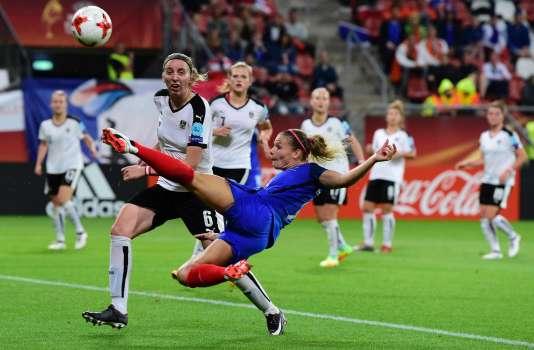 Eugénie Le Sommer tente un truc contre l'Autriche, le 22 juillet à Utrecht.