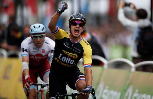 Dylan Groenewegen a remporté le sprint des Champs-Elysées dimanche à Paris.