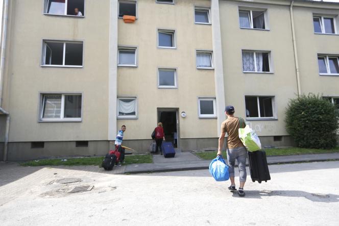 Pour Lilâ Le Bas, présidente de l'UNEF, « encore une fois on fait des économies sur le dos des étudiants », qui représentent 40 % des allocataires des APL.