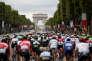 Le peloton lors de la dernière étape menant sur les Champs-Elysée, le 23 juillet. REUTERS/Benoit Tessier