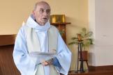 Le père Jacques Hamel célèbre une messe le 11 juin 2016 dans l'église de Saint-Etienne-du-Rouvray.