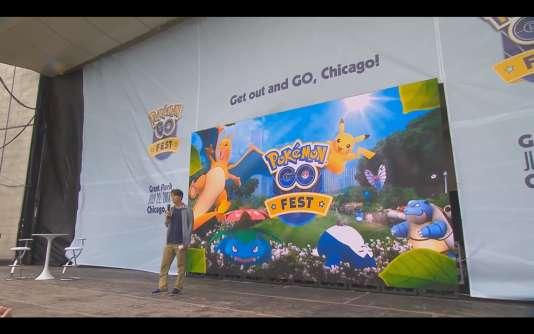 Sur la scène du Pokémon Go Fest, John Hanke, le président de Niantic, tente de calmer les joueurs.