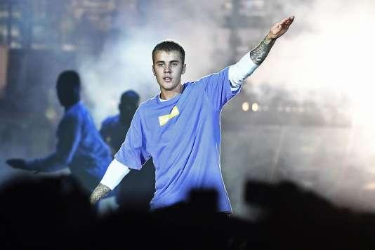 Justin Bieber en concert à l'AccorHotels Arena de Paris le 20 septembre 2016 lors de sa tournée Purpose à laquelle il met soudainement fin le 24 juillet 2017.