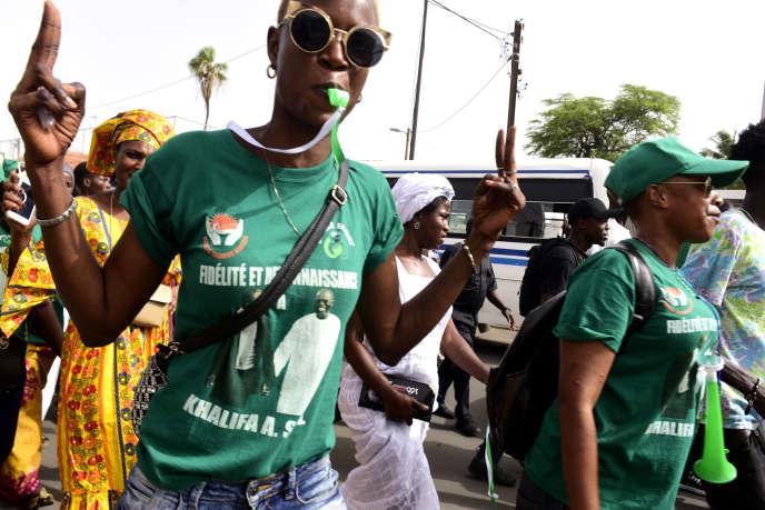 Le 9 juillet 2017, supporteurs de Khalifa Sall, le maire de Dakar, candidat aux législatives du 30 juillet, maintenu en prison depuis mars après des accusations de «détournement de deniers publics».