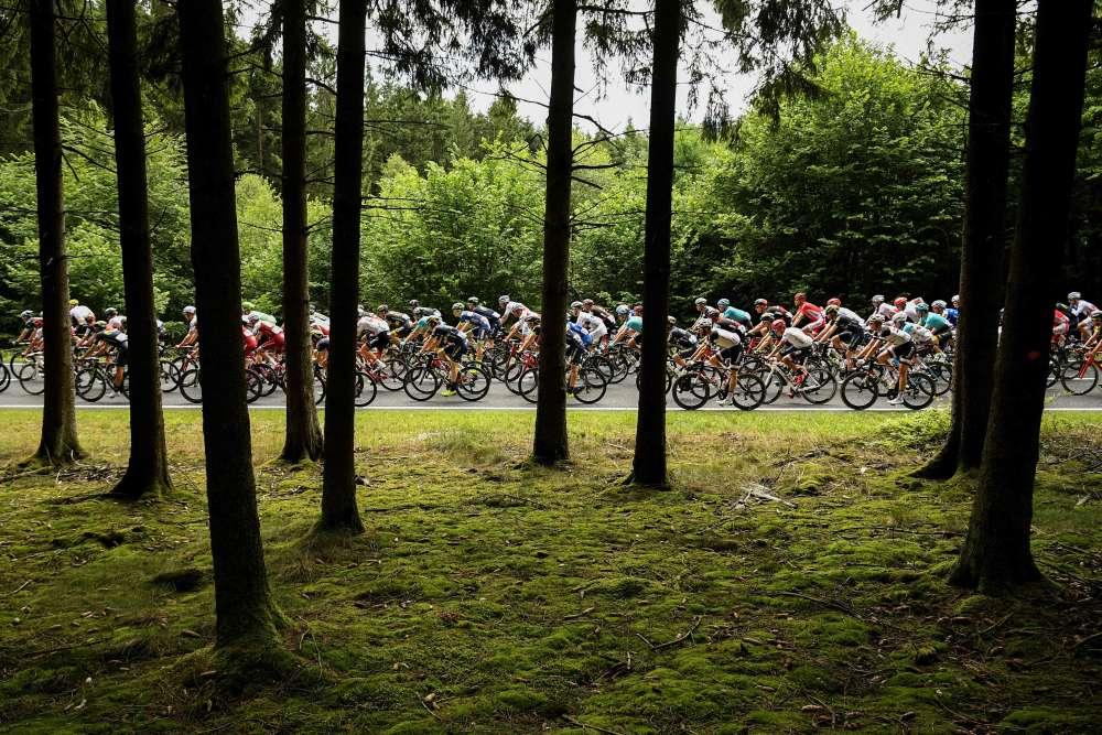 Le 3 juillet, entre Verviers et Longwy, lors de la troisième étape. Le Tour de France a traversé la Belgique avant de rejoindre les routes françaises.