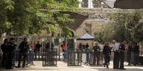 Les portiques de détection de métaux, à l'entrée de l'esplanade des Mosquées, à Jérusalem, le 23 juillet.