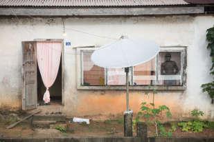 Maison typique de la commune d'Apatou, située à l'ouest de la Guyane française.